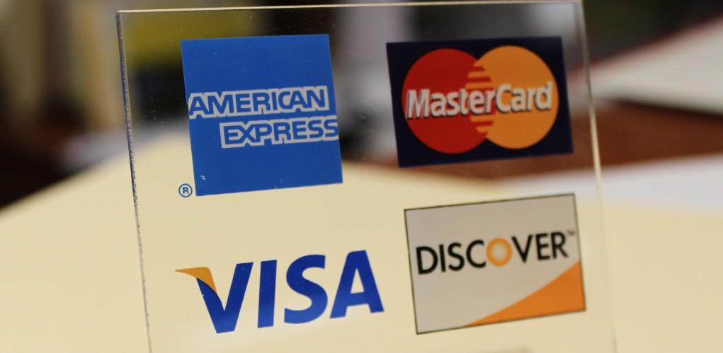 Kreditní karta čerpá peníze z úvěru